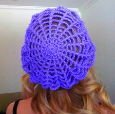 Free crochet spider web slouchy hat pattern.