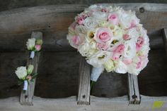 Bouquet para novia en tonos muy suaves, un clásico que pega con cualquier tipo de vestido. © Mayula Flores.