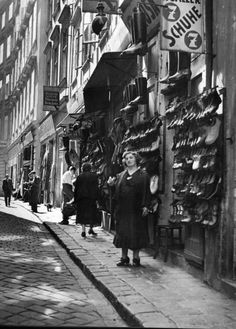 Leopoldstadt , the Jewish quarter of Vienna, 1936 . In the big on Leopoldstadt Ms Salzer selling shoes Vintage Photographs, Vintage Photos, Vintage Postcards, Berlin, Woman In Gold, Russian American, Underground World, Central And Eastern Europe, World Cities