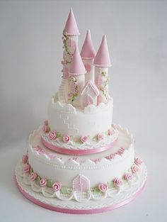 Fairytale Castle Cake by BrontëDumas I like the big round, little round and varying tower heights on top