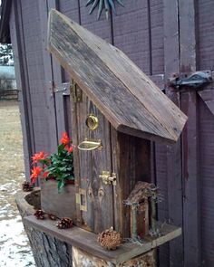 project from old barn wood Outdoor Crafts, Rustic Crafts, Outdoor Projects, Outdoor Decor, Bird House Feeder, Bird Feeders, Potting Benches, Barn Wood Projects, Old Barn Wood
