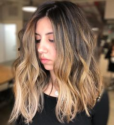 If you feel you look dull with your natural ash brown hair color, muted golden caramel highlights will work best for your skin tone. Brunette With Caramel Highlights, Balayage Caramel, Dark Hair With Highlights, Hair Color Caramel, Brown Balayage, Hair Color Balayage, Ash Brown Hair Color, Medium Brown Hair, Cool Hair Color