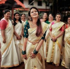 Check out these unique bridesmaid fashion and style ideas and take some inspiration for the upcoming wedding season. Kerala Wedding Saree, Bridal Sarees South Indian, Kerala Bride, Indian Bridal Outfits, Indian Bridal Fashion, South Indian Bride, Set Saree Kerala, Wedding Sarees, Indian Sarees