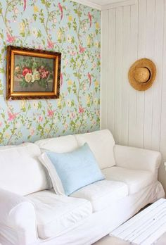 Lovely wallpaper paired with white painted paneled wall.   http://2.bp.blogspot.com/-NtiQxgqGnc8/UdFZeCGMqkI/AAAAAAAAIC8/HIrmglYi5uA/s640/IMG_6735+tv1.jpg