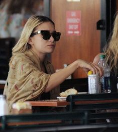OLSENS ANONYMOUS ASHLEY OLSEN FASHION STYLE BLOG NYC BAR PITTI LINDA FARROW FOR THE ROW CAT EYE TORT SUNGLASSES WRAP SCARF BUTTON DOWN SHIRT SKINNY DENIM JEANS FLAT SANDALS PINKY RING CROC THE ROW TOTE BAG