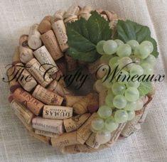 Il s'agit d'une couronne de bouchon de vin 10» recyclé faite avec une très grande variété de bouchons de partout aux États-Unis et des vignobles internationaux. Bouchons de vin sont d'une combinaison de ma propre collection personnelle ainsi que les bouchons achetés d'organismes de Wine Cork Wreath, Wine Cork Art, Wine Cork Crafts, Nutrition Education, Diy Cork, Recycled Wine Corks, Grape Color, Thing 1, How To Make Wreaths