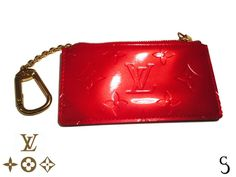 Amazing Louis Vuitton Red Business and Credit Card Case Fashion Wear, Louis Vuitton Handbags, Card Case, Street Styles, Wallets, Casual Outfits, Glamour, Shoulder Bag, Personalized Items
