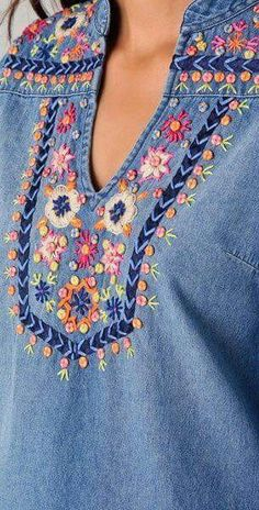 Bordando flores – creciendoentreflores 2019 clothing clothing labels clothing patches clothing wholesale flower clothing fly shirts shirts for ladies shirts sunshine coast style clothing tee shirts clothing Sommer Garten Hochzeits Kleider Hand Embroidery Designs, Ribbon Embroidery, Beaded Embroidery, Embroidery Stitches, Embroidery Patterns, Denim Tunic, Patterned Jeans, Clothing Patches, Embroidered Clothes