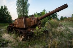 WWII-era Russian ISU-152 assault gun abandoned in Chernobyl by general_kosmosa