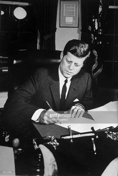 John F. Kennedy an American politician who served as 35 ° president of the United States (1961-1963) and is considered one of the great personalities of the twentieth century