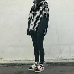 Stylish Mens Outfits, Tomboy Outfits, Tomboy Fashion, Grunge Outfits, Teen Fashion Outfits, Retro Outfits, Cute Casual Outfits, Streetwear Fashion, Grunge Clothes