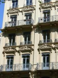 Lyon :Immeuble sur la place d'Helvétie