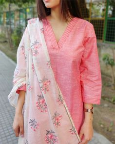 Shop online Peach and White Cotton Suit Set with Embroidered Dupatta - Set of Three Peach cotton kurta paired with white cotton pants. The pants and dupatta are adorned with embroidered detailing. Salwar Neck Designs, Neck Designs For Suits, Kurta Neck Design, Kurta Designs Women, Designs For Dresses, Neckline Designs, Cotton Suit, Cotton Pants, Simple Indian Suits