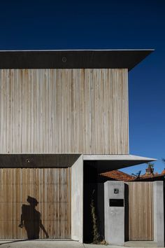 Image 1 of 27 from gallery of Bondi House / James Garvan Architecture. Photograph by Brett Boardman Newport House, Roof Edge, Conceptual Framework, Architectural Materials, House Photography, Architecture Photo, Cladding, Landscape Design, Townhouse