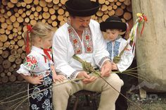 - It Was A Work of Craft European People, Beautiful People, Life Is Beautiful, Popular Costumes, Folk Costume, People Of The World, Beautiful Patterns, Traditional Dresses, Handicraft