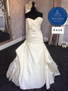 Wedding Dress by Johanna Hehir, size 8