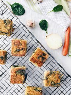 Croquettes de polenta véganes aux oignons, carottes, ail, épinards et thym | Onion, carrot, garlic, spinach ans thyme vegan polenta croquettes