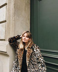 parisienne mood L A R A ⭐️ B E R L I N (@larisazz)