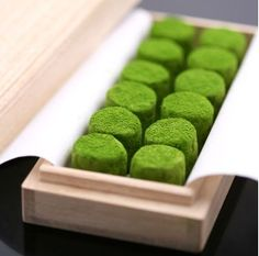 Matcha chocolates - a wonderful way to taste green tea. Dessert Chef, Matcha Dessert, Matcha Cake, Green Tea Recipes, Tea Powder, Japanese Tea Ceremony, Japanese Sweets, Japanese Matcha, Asian Desserts