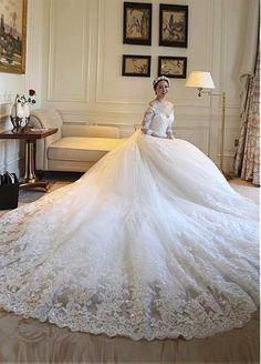 Vestidos de novia de tul de escote precioso con escote redondo en el hombro con apliques de encaje moldeado