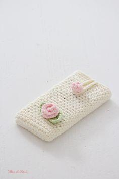 Crochet Quilt, Diy Crochet, Hand Crochet, Crochet Stitches, Crochet Ipad Cover, Knitting Patterns Free, Crochet Patterns, Iphone Cover, Crochet Bag Tutorials