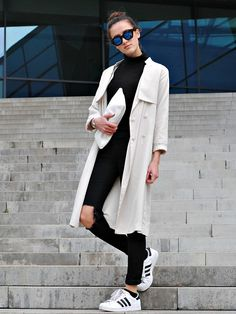 best authentic fcf52 a2a21 off-white trench coat + black shirt + ripped black skinny jeans + white  Adidas superstar sneakers + clutch + sunglasses