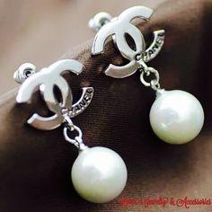 Sale❗❗️❗️️Designer silver C  logo  earrings New Designer silver with rhinestone C  logo  earrings Jewelry Earrings