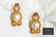 """Suzy Palhazy Soutache on Instagram: """"Be Unique and Be Elegant - wear them with a shirt and pair of jeans or with a cocktail dress #sujtas #soutache #collection2019 #tata…"""" Soutache Earrings, Pearl Earrings, Drop Earrings, Suzy, Everyday Look, Cocktails, Pairs, Elegant, Jeans"""