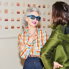 Beauty Mogul Linda Rodin Shares the Secrets to Her Ageless Style Quirky Fashion, Grey Fashion, Fashion Over 50, Love Fashion, Fashion Beauty, Fashion Outfits, Womens Fashion, Fashion Trends, Moda Casual