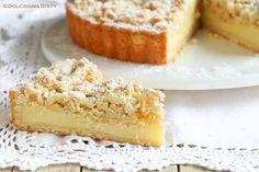 Prepariamo una deliziosa Crostata alle Mandorle e Crema pasticcera con un croccante crumble in superficie di farina di mandorle.