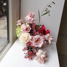 いいね!1,136件、コメント9件 ― Simone Goochさん(@fjura_)のInstagramアカウント: 「tb」 Floral Wedding, Floral Wreath, Vase, Wreaths, Instagram Posts, Flowers, Beautiful, Design, Home Decor