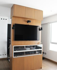 Dpto. Dalias // Mueble giratorio TV //  Sybil Roose (Visybilidad) Wall Oven, Design Projects, Flat Screen, Kitchen Appliances, Interior Design, Tv, Home, Gamer Room, Dahlias