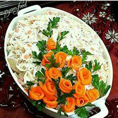 Even plain potato salad will look amazing: 17 perfect ideas . Vegetable Decoration, Food Decoration, Salad Design, Food Design, Salad Presentation, Party Food Platters, Vegetable Carving, Food Garnishes, Garnishing