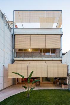 Building Exterior, Building Design, Contemporary Architecture, Architecture Design, Curved Patio, Pergola, Casa Patio, Outdoor Blinds, Facade Design