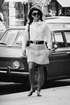 Jacqueline Kenney Onassis (AKA Jackie O)'s best fashion and style moments, as First Lady Of The United States. Jacqueline Kennedy Onassis, Estilo Jackie Kennedy, Jackie O's, Jaqueline Kennedy, Los Kennedy, Caroline Kennedy, Cool Style, My Style, Classic Style