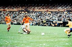 1978 World Cup final: Kempes scores twice as Argentina beat Holland #dailymail