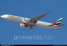 Photo of A6-ENM Boeing 777-31HER by Dennis Schramm