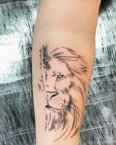 Lion tattoos hold different meanings. Lions are known to be proud and courageous creatures. So if you feel that you carry those same qualities in you, a lion tattoo would be an excellent match Tattoo Girls, Girl Tattoos, Tattoos For Guys, Tatoos, Tattoos Skull, Animal Tattoos, Cute Tattoos, Body Art Tattoos, Tattoo Femeninos