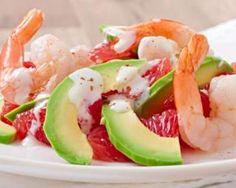 Salade express drainante pamplemousse, crevette et avocat : http://www.fourchette-et-bikini.fr/recettes/recettes-minceur/salade-express-drainante-pamplemousse-crevette-et-avocat.html