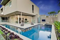 Another successful project by Serenity Pools is this L-Shaped alfresco pool that accommodates both athletic and recreational swimmers in Caulfield North. Swimming Pool Designs, Swimming Pools, Lap Pools, L Shaped House, Moderne Pools, Small Balcony Design, Pool Shapes, My Pool, Pool Houses