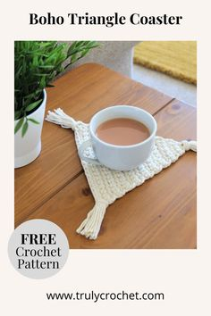 These crochet boho triangle coasters are perfect to crochet in the summer months with cotton yarn, they are such a quick and easy DIY project that they can easily be done in a day! These crochet coasters are beginner friendly. Crochet Gratis, Crochet Yarn, Free Crochet, Crochet Coaster, Thread Crochet, Crochet Skirts, Crochet Summer, Crochet Clothes, Crochet Ideas