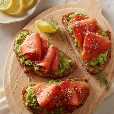 Learn how to prepare this easy Avocado Toast with Smoked Salmon recipe like a pro. With a total time of only 15 minutes, you'll have a delicious dish ready before you know it. Smoked Salmon Breakfast, Breakfast Toast, Health Breakfast, Smoked Salmon Recipes, Avocado Recipes, Healthy Recipes, Avocado Food, Avocado Dessert, Clean Eating Snacks