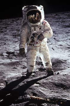 New NASA Photo: Astronaut Buzz Aldrin walks on the Moon, 1969 Lunar Landing Apollo 11 Mission, Apollo Missions, Neil Armstrong, Apollo Space Program, Astronaut Party, Moon Pictures, Moon Landing Pictures, Nasa Photos, Buzz Aldrin