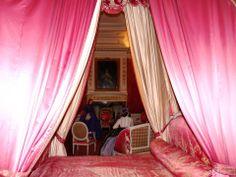 Entrez dans l'intimité de la chambre du Roi...