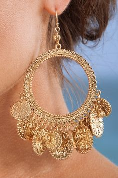 zsazsasitlist: see details here: Coin hoop earring Indian Bridal Jewelry Sets, Indian Jewelry Earrings, Jewelry Design Earrings, Ear Jewelry, Girls Jewelry, Fashion Earrings, Antique Jewellery Designs, Fancy Jewellery, Stylish Jewelry