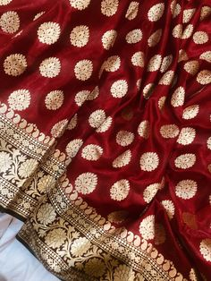 Banarsi Saree, Silk Saree Kanchipuram, Lehenga, Red Saree Wedding, Wedding Mehndi, Wedding Wear, Maroon Saree, Saree Styles, Blouse Styles
