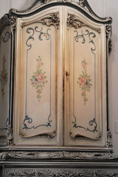 ♡ OMG, THIS IS GORGEOUS!!! I THINK I JUST FOUND MY PATTERN FOR PAINTING THE ARMOIRE WE DO END UP BUYING! ♥A