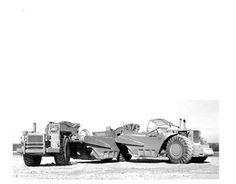Rare Caterpillar prototype scraper photos. Big Tractors, John Deere Tractors, Heavy Construction Equipment, Heavy Equipment, Operating Engineers, Earth Moving Equipment, Caterpillar Equipment, Yellow Cat, Big Yellow