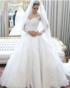 Perfectopic via @lavemanoivinha #veil #bridalinspiration #weddingdress #like4like #picoftheday #weddingflow