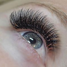 Weekend ready lashes by @nichole_bellalasheducator  Also stay tuned for a VERY exciting announcement coming next week  #bellalash #volumelashes We love eyelash extensions!